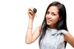 Ключ автомобиля на руке женщины Стоковое фото RF