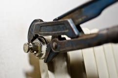 ключ водопроводчика трубы Стоковая Фотография
