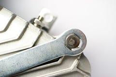 Ключ для переплетать гайки шестиугольной формы вывинчивает болт от блока металла Стоковое Изображение