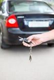 Ключ зажигания с аварийной системой автомобиля Стоковая Фотография RF