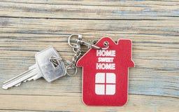 Ключ с домом ярлыка стоковые фото