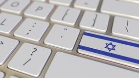 Ключ с флагом Израиля на клавиатуре компьютера переключает к ключу с флагом связанных Китая, перевода или перестановки видеоматериал