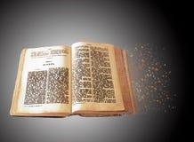 Книга библии влияния спада для микро-запаса Стоковые Фото