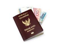 Книга и банкнота пасспорта Таиланда на белизне Стоковые Фото