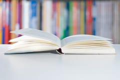 Книга и книжные полки Стоковая Фотография