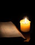 Книга и свеча стоковое изображение