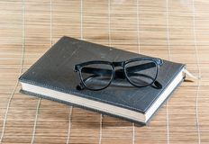 Книга и стекла Стоковая Фотография