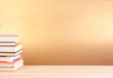 Книга и таблица стога Стоковая Фотография RF