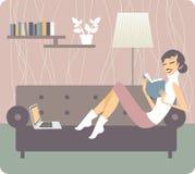 книга предпосылки создала женщину чтения ps Стоковая Фотография RF