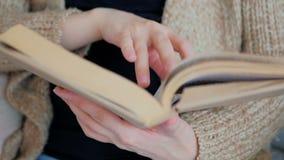 книга предпосылки создала женщину чтения ps сток-видео