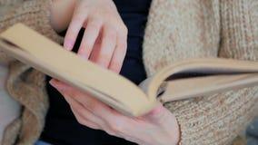 книга предпосылки создала женщину чтения ps Стоковое Изображение RF