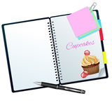 Книга рецепта проиллюстрированная с пирожным конфеты Стоковая Фотография RF