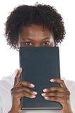 книга смотрит на ее Стоковое Изображение RF