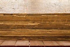 книга старая очень Старая несенная треснутая крышка Стоковые Изображения RF