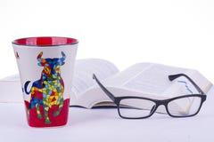 Книга, стекла, чашка, Стоковые Фотографии RF