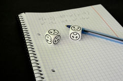 Книга тренировки с математически уровнением и dices с унылой стороной Стоковые Фотографии RF