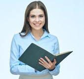 Книга чтения бизнес-леди женщина портрета сь Стоковая Фотография RF