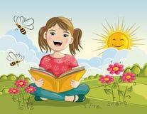 Книга чтения девушки шаржа Стоковое фото RF