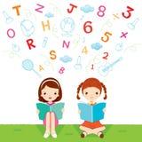 Книга чтения детей Стоковое Изображение RF