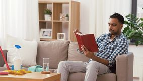 Книга чтения человека и отдыхать после домашней чистки акции видеоматериалы