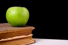 книга 01 яблока Стоковая Фотография