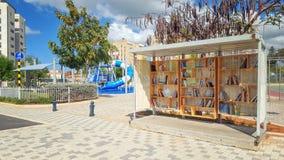 Книги бесплатно комплектуют вверх в израильском городке стоковые изображения rf