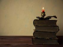 Книги лежа на таблице Стоковая Фотография RF