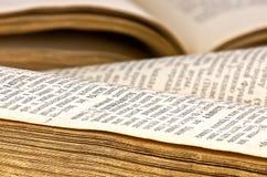 книги закрывают открытое поднимающее вверх Стоковое фото RF
