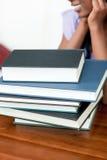 книги закрывают школу штабелируют вверх Стоковые Изображения RF