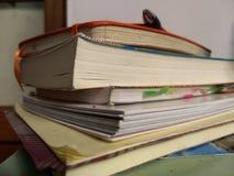 Книги и бумаги стоковая фотография rf