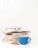 Книги и портрет кофе Стоковые Фотографии RF