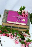 Книги и цветки Стоковая Фотография