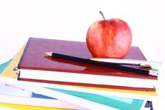 Книги и яблоко Стоковое фото RF