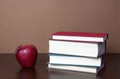 Книги и Яблоко Стоковая Фотография RF