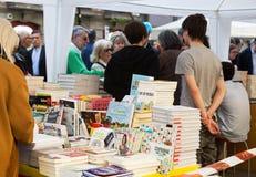 Книги на стойлах улицы в Барселоне, Испании Стоковые Фото