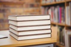 4 книги на столе Стоковая Фотография