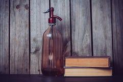Книги сифона и года сбора винограда Стоковые Изображения