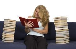 книги читают женщину Стоковые Фотографии RF