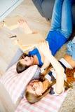 2 книги чтения девушок Стоковая Фотография RF