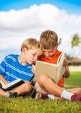 Книги чтения детей Стоковые Изображения RF