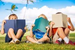 Книги чтения детей Стоковое Изображение