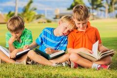 Книги чтения детей Стоковые Фото