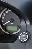 Кнопка двигателя стопа старта в автомобиле Стоковые Фото