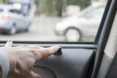 кнопка двери замка в автомобиле Стоковая Фотография