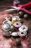 Кнопка металла шить Стоковая Фотография