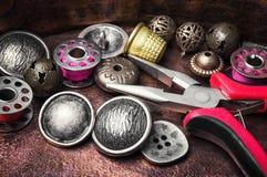 Кнопка металла шить Стоковые Изображения