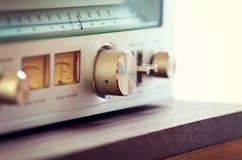 Кнопка настройки металла винтажного тюнера радио сияющая стоковые изображения