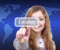 Кнопка отжимать руки женщины дела consalting на экране касания Стоковые Фотографии RF