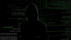 Кнопка хакера на виртуальном экране, неудачный рубить, смотрит на незримое акции видеоматериалы