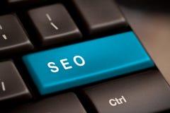 Кнопка SEO на клавиатуре стоковые фотографии rf